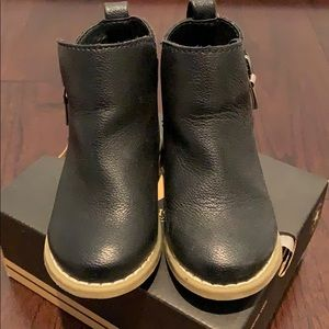 Gap toddler black booties sz 6